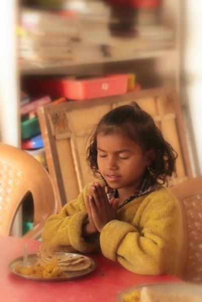 ashish-praying-for-lunch-2
